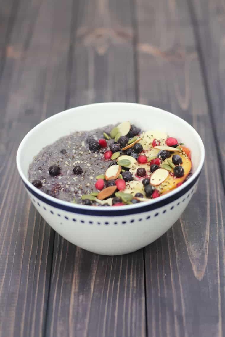 Slow Cooker Vegan Breakfast Quinoa with Blueberries and Bananas